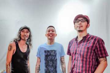 Tiga Musisi Rock Surabaya Ciptakan Lagu Tentang Corona